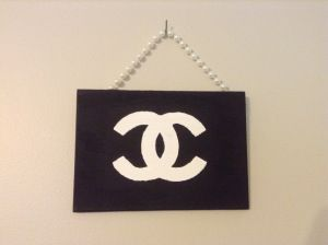 DIY Chanel sign | Hang Canvas with Pearl Strings