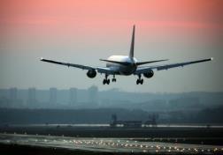 Боль в ушах во время полетов: откуда берется и как снимать