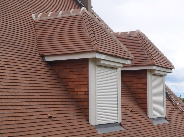 Réfection d'une toiture en tuiles terre cuite plates à La Roche Blanche (Auvergne, France)
