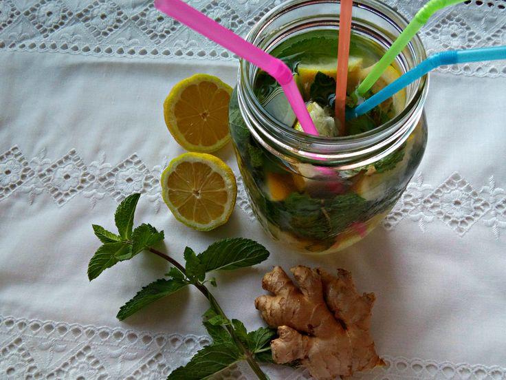 Bevanda al ginger, limone, limone e menta