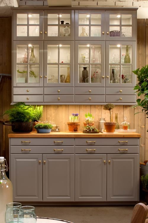 love this combo of Ikea cabinets