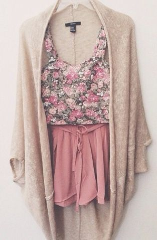 Such a cute outfit | http://www.truelightcollection.com/ #flows,  #shorts