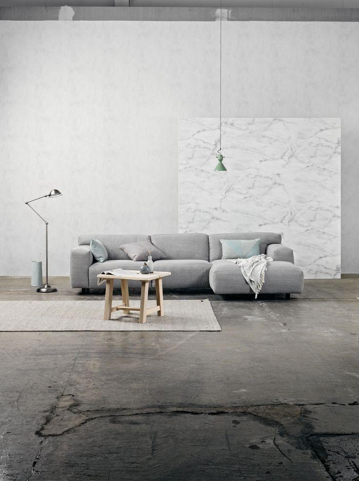 """Furninova - Prisvärda kvalitéts soffor - Skandinavisk design   Store Vesta är en vacker och modern soffa där du har stora möjligehter att skapa den just så som du vill ha din soffa. Förutom en rad olika modeller på soffan kan du även välja mellan flera färger och material till klädseln. Soffbenen finns också möjlighet att välja bland flera färger och material. Det finns två olika sömmar att välja soffan på. Den ena """"Vesta normal"""" är sömmen mjuk i kanterna medan på """"Vesta Special"""" är sömmen…"""