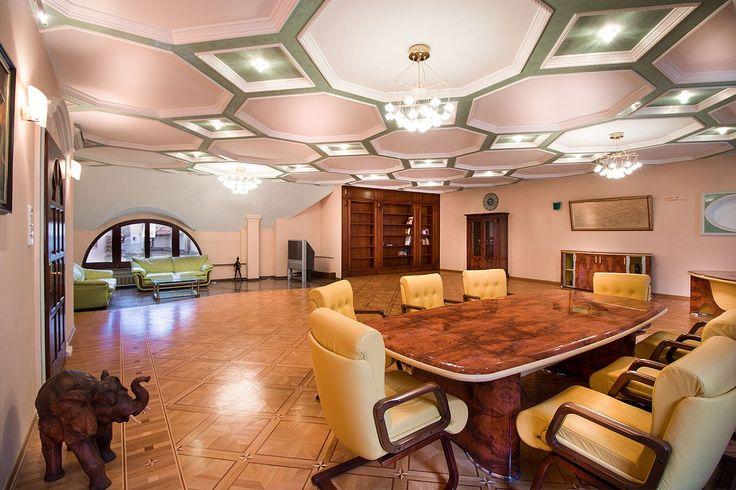 Mahagon, prepracovany strop a carovna kniznica