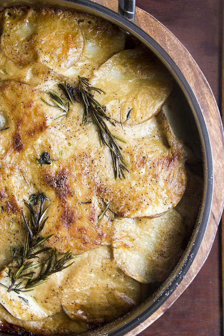 brown butter potatoes au gratin with gruyere and caramelized onions | http://thebakerwhokerns.com