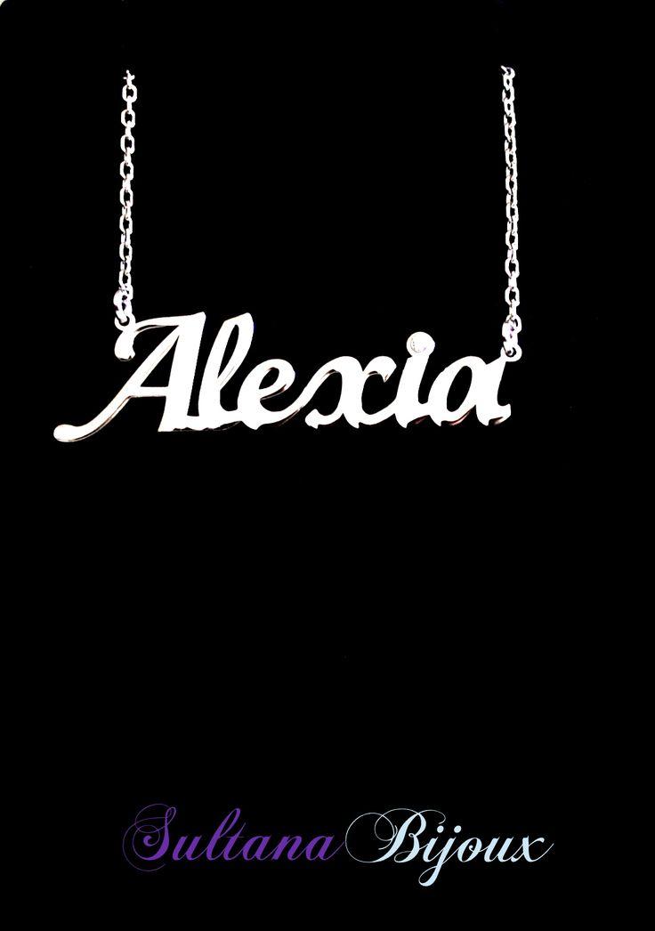 Colier din argint 925 personalizat cu numele Alexia, avand o pietricica pe punctul de la litera i. Realizam la comanda cu numele ales de d-voastra. Lungime lant: 40 - 45 cm Lantisor reglabil