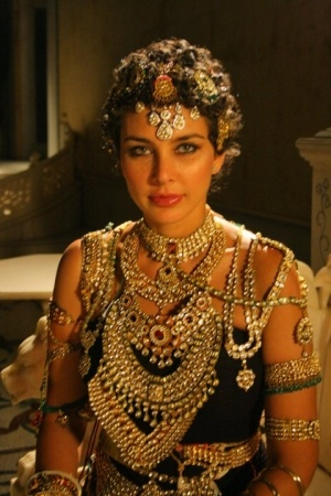 lisa ray.//Queen Lisa Ray--that union didn't last long, the King was corrupt and was arrested, thank goodness, arrested AFTER she'd gotten out of the marriage. She was so beautiful and more so with the Crown Jewels, I had to pin-it !
