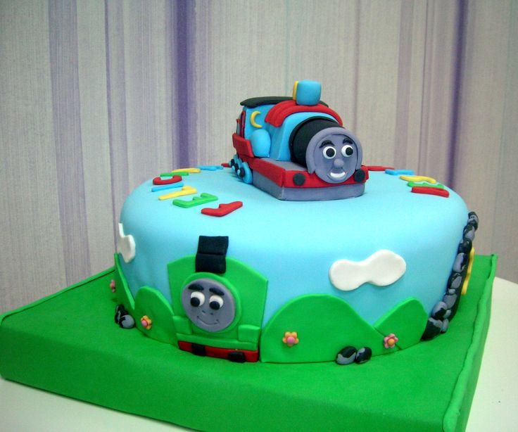 Otra perspectiva de la tarta del tren Thomas y sus amigos.