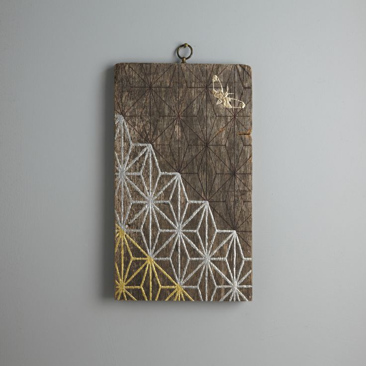 Kimono IV. 33 x 19.5 cm. A pattern of 23.5 carat gold and palladium leaf lines with a 23 carat rose gold moth on a raw wood background.