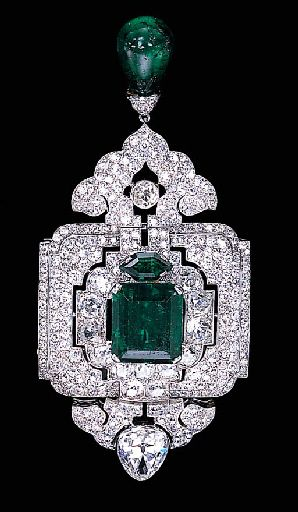 AN IMPRESSIVE EMERALD AND DIAMOND PENDANT/BROOCH, BY CARTIER Designed as an old…