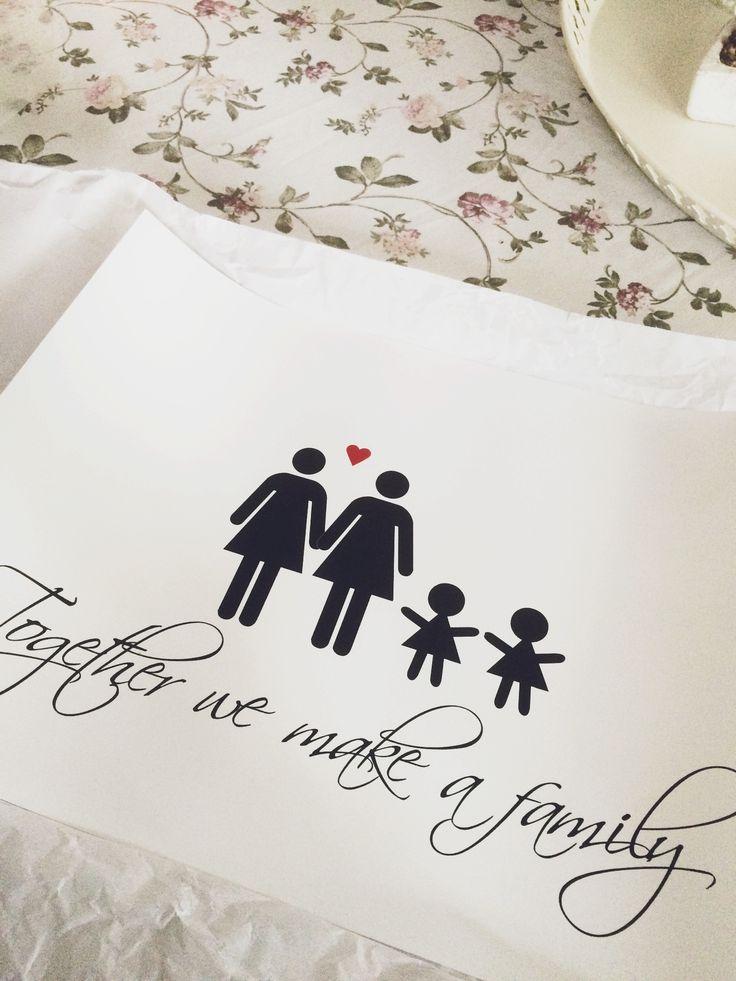 Familjetavla med regnbågsfamilj på. Perfekt i hallen!  Passar också väldigt bra som gå-bortpresent eller som annan present.