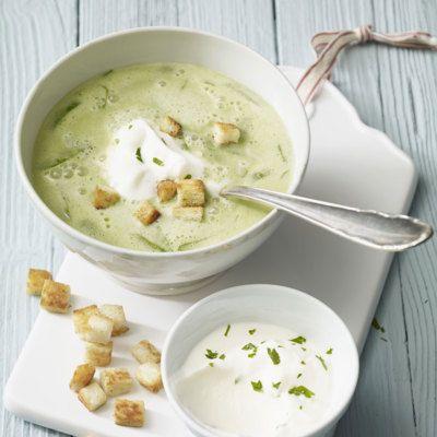 Basisch und kräuterfrisch. Die feine Suppe mit viel gesundem Bärlauch ist ganz einfach und schnell zuzubereiten und ein Muss im Frühling.