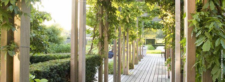 Een landelijke tuin kenmerkt zich verder door de subtiele band tussen de tuin en het omringende landschap.