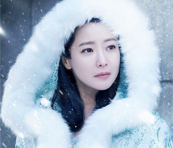 6 things you should know about Ice Fantasy's exquisite beauty Kim Hee Sun