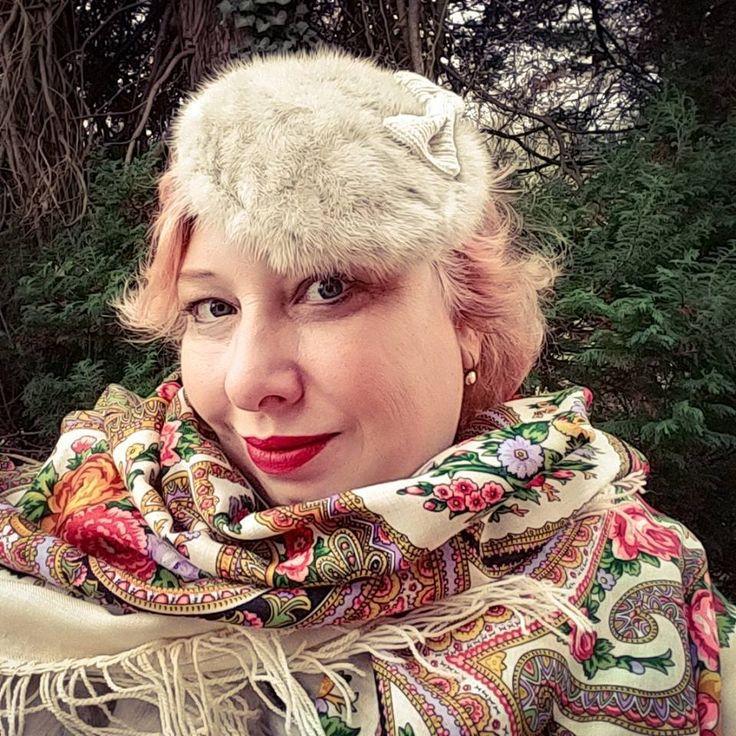 German Curves: Glitzer, Glamour und Pailetten – White Glam   Miss Kittenheel vintage plussize retro pinupstyle wiggledress Lindybop mybelle sui russian scarf fake fur true vintage reclaimed fur sequins fascinator