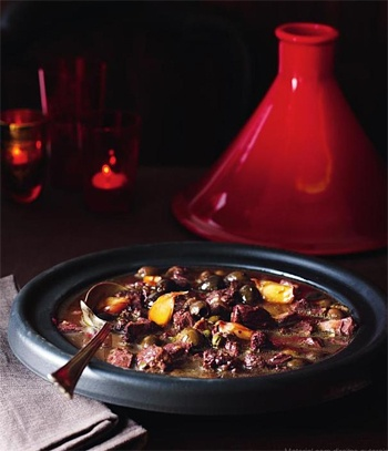 Receita Nigella: Tagine de cordeiro, azeitonas e cebolas carameladas - Receitas - Receitas GNT