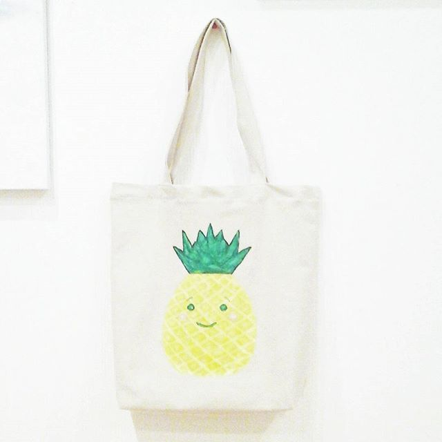 I 💛 going to shop with my favorite totebag. But I think it's time to change it for this cuuute 😄🍍from @creativity_runs_free 💛http://leuchtturm.ucoz.com/ #cottonbag #marketbag #totebag #grocerybag #shopping #grocery #ananas #pineapples #funny #cutebag #sundayfun #housewife #shoppingtime #giftideas #smallbiz #mycreativebiz #makersgonnamake #hellosmallshop #creativelifehappylife #handsandustle #tnchustler #creativeentrepeneur #girlboss #brandchat #creativepreneur #socialbusiness