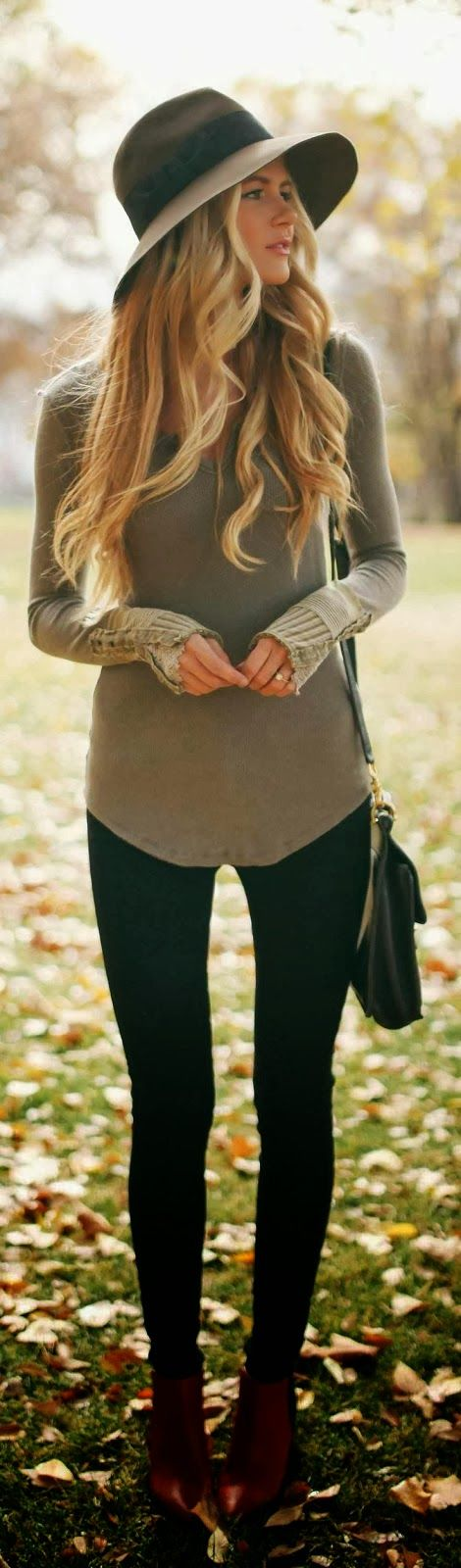 Adorable Outfit - Amazing Sweater with Black Leggings and Suitable Hat, Boots and Long Bag