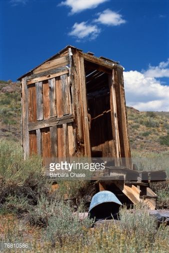 76810586-dilapidated-outhouse-gettyimages.jpg (338×507)