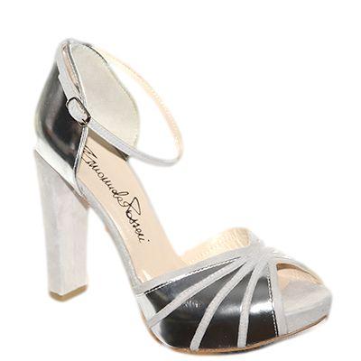 #Decollete in camoscio grigio e pellame laminato argento di #EmanuelaPasseri  http://www.tentazioneshop.it/scarpe-emanuela-passeri/sandalo-4108-argento-emanuela-passeri.html