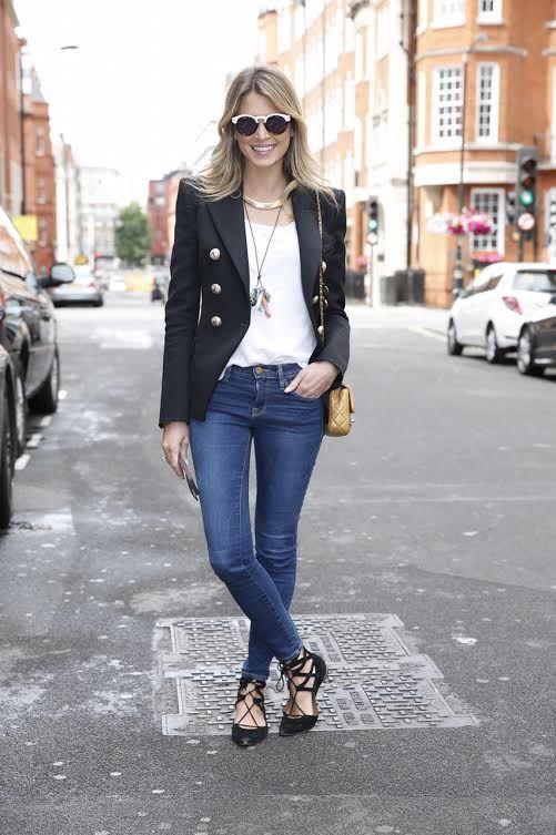 Hoje vou falar de uma brasileira que faz o maior sucesso no Street Style: Helena Bordon! Ela é blogueira, empresária da moda e filha de Donata Meirell...