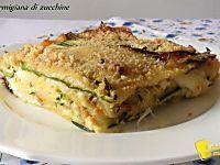 I crostini allo stracchino e verdure saltate sono un antipasto appetitoso, facile e leggero, ideale per cene, buffet e aperitivi