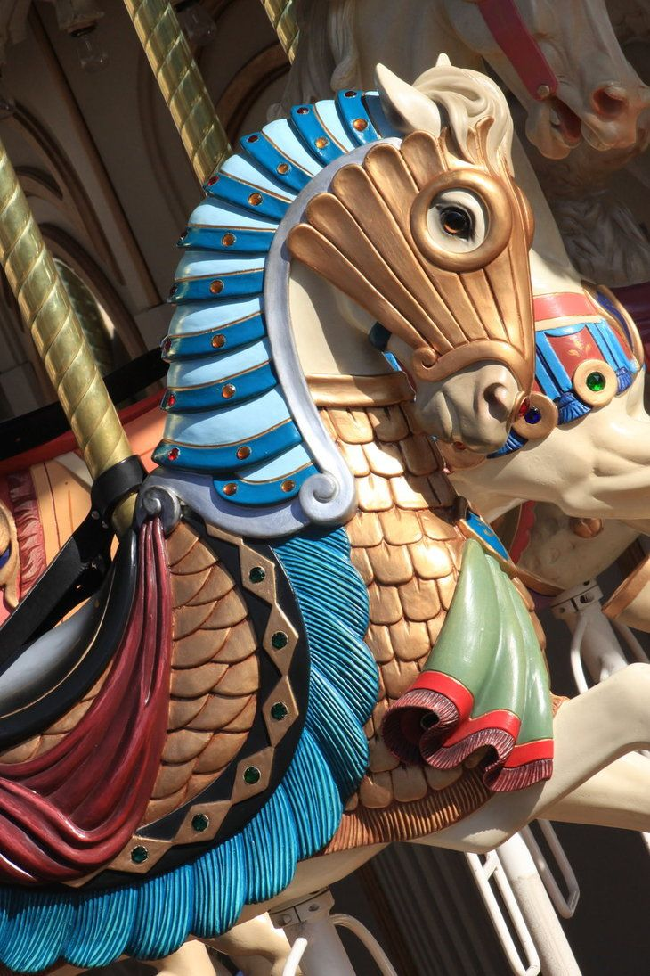 love the detail on this carousel horse.