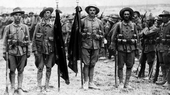 La Legión, en Melilla durante 1921«El novio de la muerte», el himno de la Legión española que nació en un cabaret