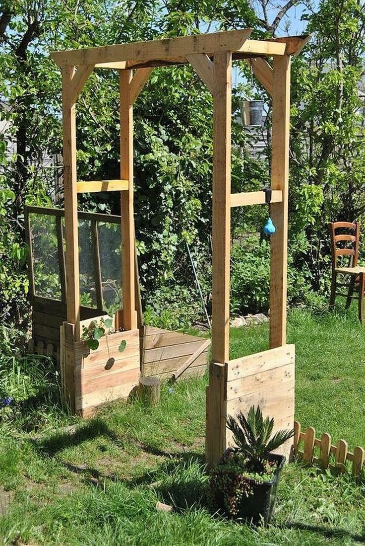 You can even make the best use of the wood pallet material in terms of manufacturing the wood pallet arch for the location of garden. This is quite a unique piece of the wood pallet designing concept which you can use at the best for placing flower pots in it.