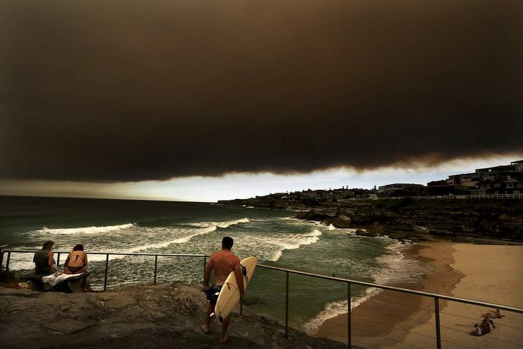 Summer. People watch from Tamarama as a wave of bushfire smoke haze smothers the Eastern suburbs of Sydney.