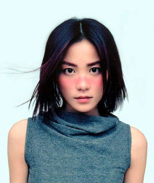 One of Faye Wong's signature look - sweeping blush across the face.