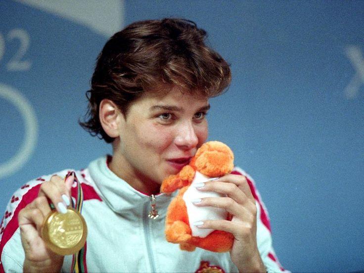 """1992 Barcelona - Gyere Egérke, gyere pici lány!"""" - kiabálta a mikrofonba 1988-ban, a szöuli olimpia 200 méteres hátúszásának női döntőjében Vitray Tamás."""