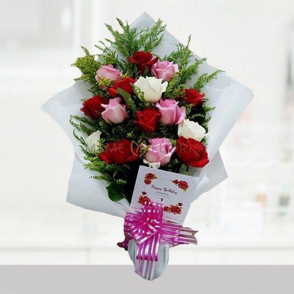 30 Foto Bunga Mawar Merah Dan Putih My Beloved One 2 Download Kumpulan Gambar Bunga Mawar Yang Indah Dan Menawan Download Toko Bunga Di 2020 Bunga Mawar Buket