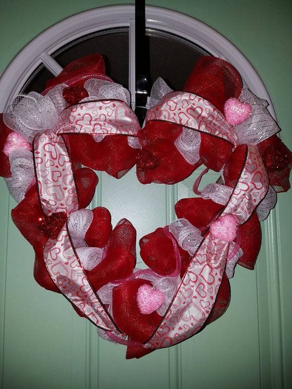 Check out this item in my Etsy shop https://www.etsy.com/listing/502284007/valentines-wreath-valentines-day