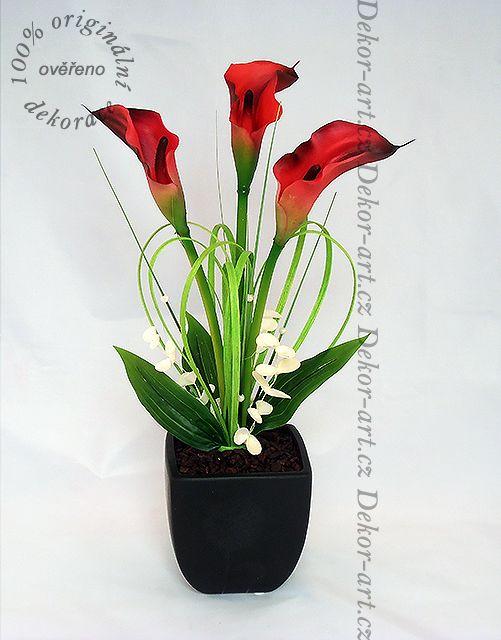 Květinová dekorace do bytu z červených kal.