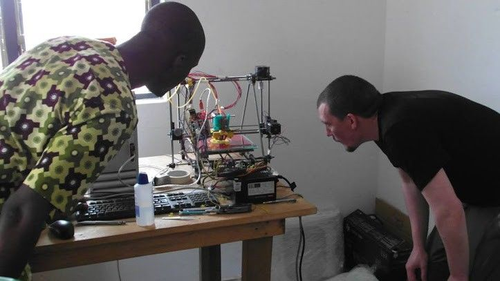 A 3-D printer made from trash: Togo's answer to the developed world's e-waste — African Makers — Medium
