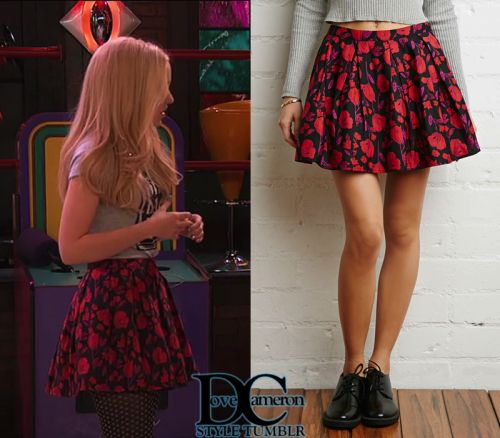 "Liv & Maddie ""Scoop-A-Rooney"" // April 24, 2016 Forever 21 Pleated Floral Skirt - $17.90"