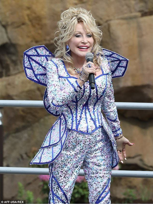 Dolly Parton | Dolly Parton at Wildwood Grove Dollywood in