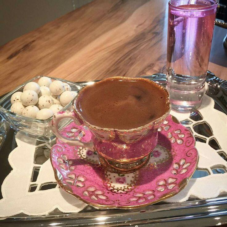 انا وفنجان القهوة في صحبة فيروز....