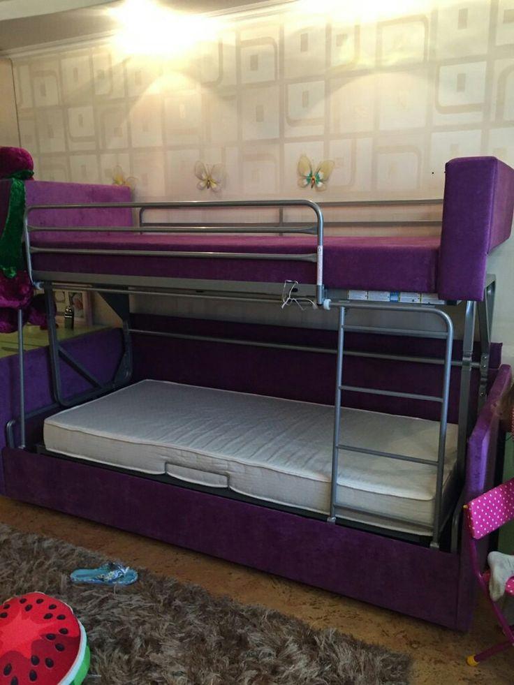 Трансформация в мягкой мебели очень интересный момент! Как диван может превратиться в двухъярусную кровать!Это настрящая находка для детской комнаты, особенно когда у вас однушка и 2 разнополых детей. Наша модель двухъярусного дивана Cabrio duo -отличная итальянская механика. Продуман до идеала. Лучше и практичнее механизма еще не придумали.