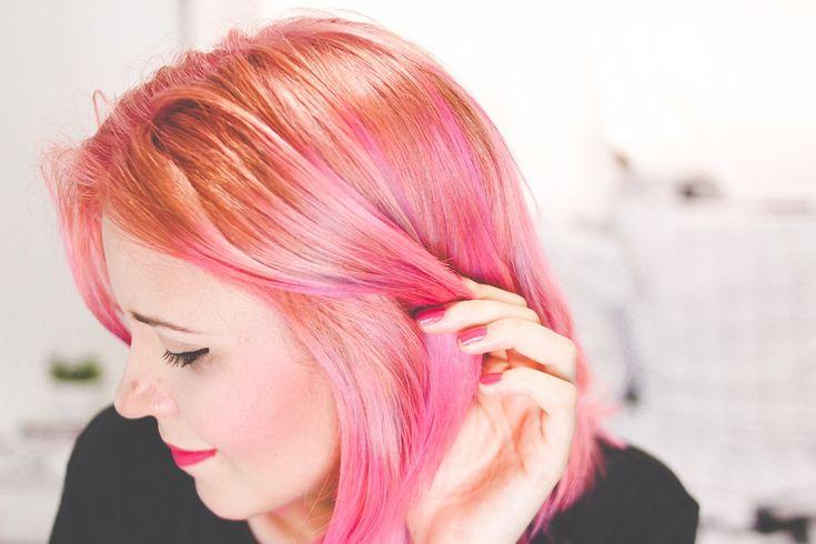 Aprenda a pintar o cabelo de rosa (a cor do ano 2016) usando anilina. Visite www.omundodejess.com e assista o vídeo com o passo a passo completo