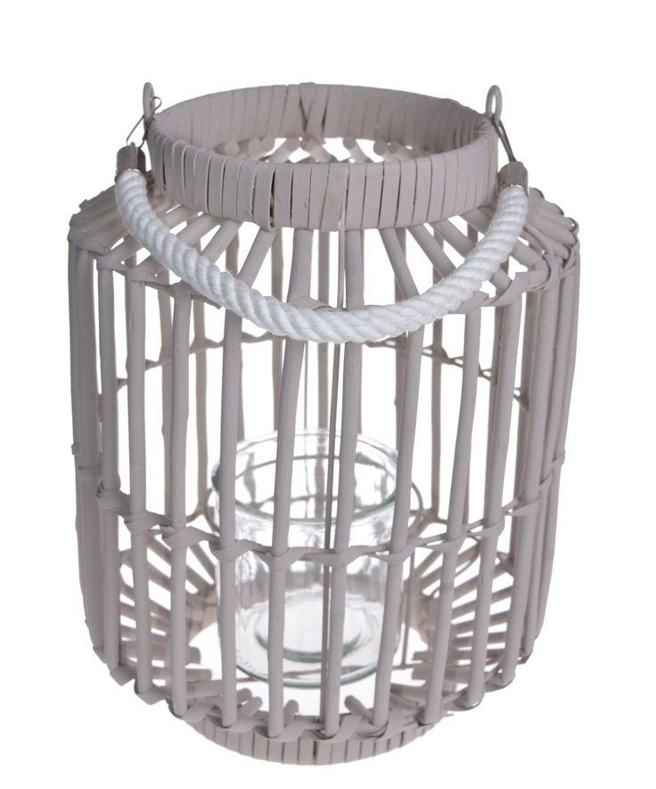Lampion wiklinowy duży - 32 cm. Wyjątkowy i przepiękny. W środku lampionu szklany słoik - całość oplatana wikliną. Lampion posiada rączkę. Idealny na chłodne wieczory do wnętrza jak również do dekoracji w ogrodzie.  Praktyczny do czyszczenia - szklany wkład możemy wyjąć i umyć.
