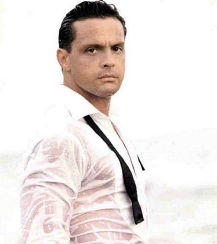 Can't pin pictures of Luis Miguel without including this one!!