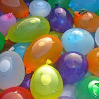 Pas de piscine ? Ce n\\\'est pas un problème ! Remplissez quelques dizaines de petits ballons de baudruche avec de l\\\'eau et vous combattrez la chaleur de l\\\'été en un rien de temps. Encore mieux, ajoutez quelques \\