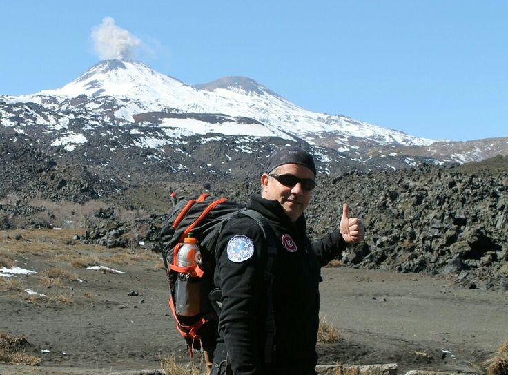 Rodrigo Ramos  en el Valle de Shangrila, con Vn. Chillán Nuevo activo. VIII Región del Biobío, Chile. 02 de septiembre de 2016.