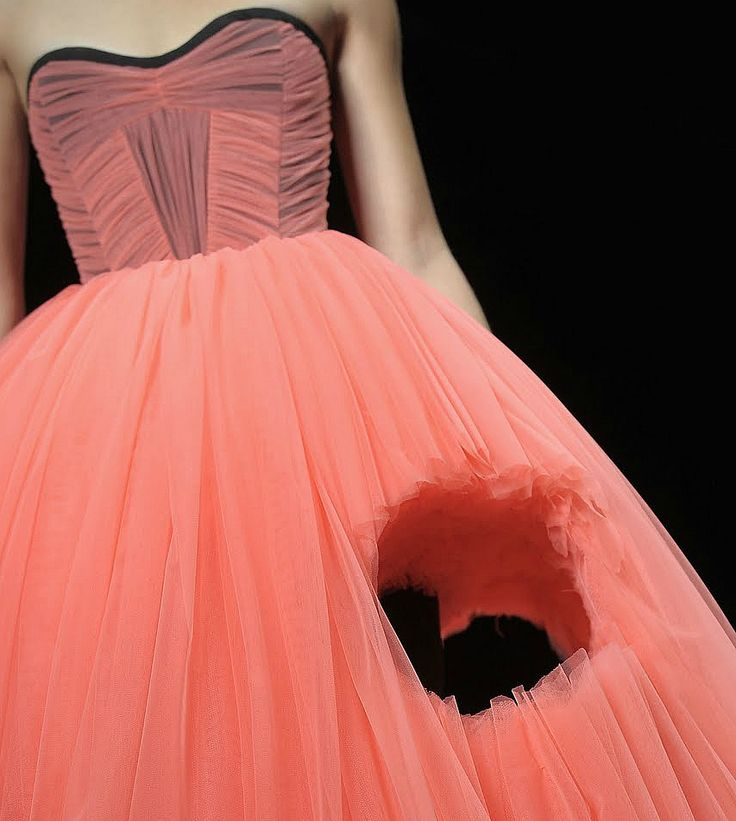 Viktor and Rolf SS 2010.