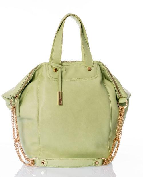 A quante di voi manca una borsa verde? Potete vincerla votandola :)