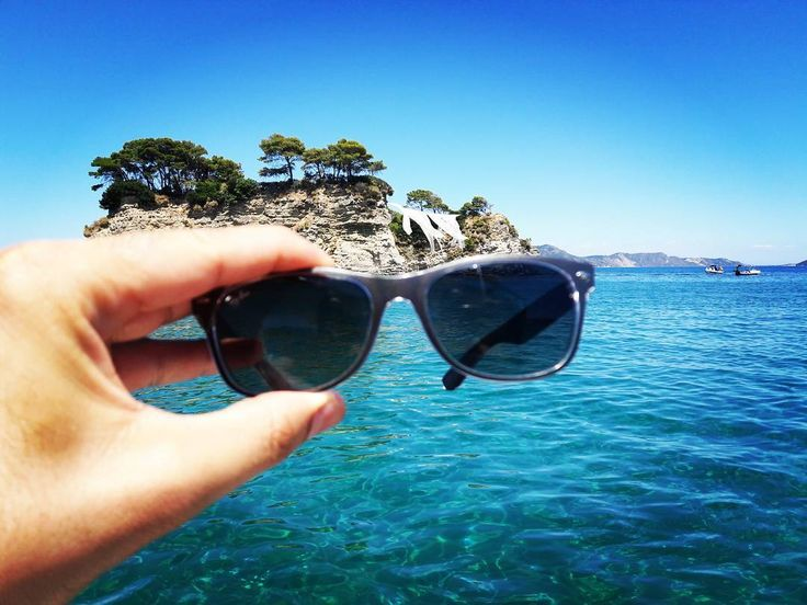Traveling with #Lentiamo and #rayban to the Turtle Island in #zakynthos . . . #γυαλιάηλίου #καλοκαίρι #παραλία #νησι #greekislands #sunnies #sunglasses