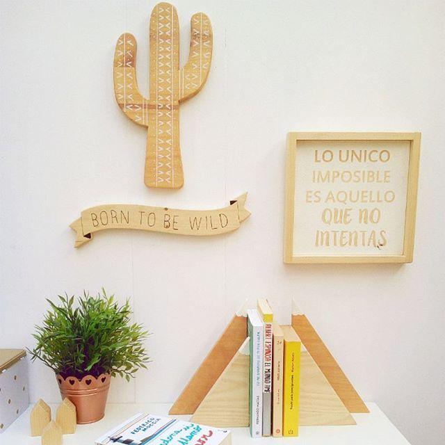 "Buenos días! Si es lunes y hace frío... pero como dice la canción ""hoy voy a pasarmelo bien"" . A mi hoy me toca pintar como si no hubiera un mañana  Vamos!  . #decoracion #labuhardila #madera #hechoamano #artesania #artesaniaenmadera #cactus #cactusetnic #etnic #montañas #frases #cuadrosconfrases #banners #borntobewild #hechoenmalaga #malaga"