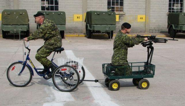 plaatje is flink grappig, situatie niet zo... dit is wat er van ons leger over lijkt te blijven...   90% van onze militairen denkt dat de minister van Defensie niet weet wat er op de werkvloer leeft..  oei